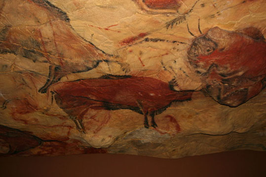 800px-Reproduction_cave_of_Altamira_01.jpg