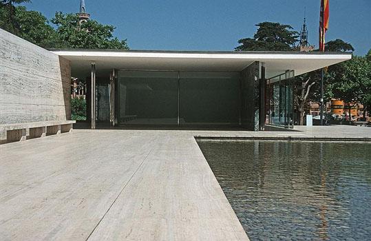 800px-Barcelona_mies_v_d_rohe_pavillon_weltausstellung1999_02.jpg
